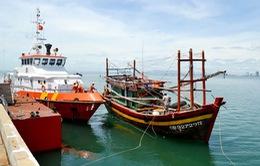 Cứu sống 12 thuyền viên trôi dạt 4 ngày trên biển
