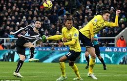 """Newcastle 1-2 Southampton: Elia và trọng tài """"cướp"""" mất vị trí thứ 3 của Man Utd"""