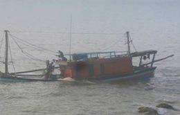 Cứu hộ kịp thời tàu cá gặp nạn trên biển, 12 ngư dân thoát chết