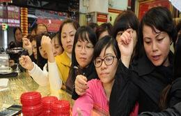 TP.HCM: Người dân đổ xô mua vàng trước ngày vía thần tài