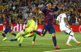 Pha bỏ lỡ khó tin của Suarez trong thế đối mặt Neuer