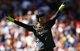 """""""Người cũ"""" Petr Cech gieo sầu, Chelsea mất Community Shield vào tay Arsenal"""