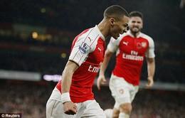 Lloris mắc sai lầm, Gibbs cứu Arsenal thoát hiểm ở derby London