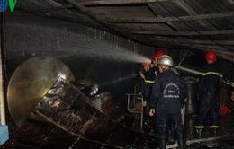 Nhà kho chứa cồn phát nổ, người dân bỏ chạy toán loạn