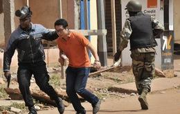 Nhóm có liên quan đến al-Qaeda thừa nhận vụ bắt cóc con tin tại Mali