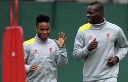 """Balotelli bất ngờ lên tiếng khen ngợi """"phản đồ"""" Sterling"""
