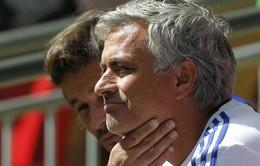 """Mourinho mỉa mai Arsenal chơi """"đổ bê tông"""""""