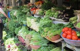 Nắng nóng, giá rau xanh tăng mạnh