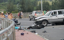 Đà Nẵng: Ô tô tông trực diện 2 xe máy trên cầu, 3 người thiệt mạng