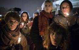 Người Pháp tưởng nhớ các nạn nhân vụ xả súng ở Paris