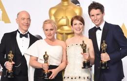Chuyện ít biết bên lề Oscar: Người chấm giải không xem phim, khán giả 'chém gió'