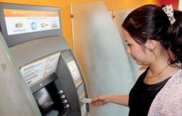 Ngân hàng chỉ được thu phí ATM theo quy định