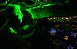 Hơn 20 máy bay va chạm trong đêm do đèn laser từ mặt đất