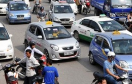 """Giá taxi giảm """"nhỏ giọt"""": Phó GĐ Sở GTVT kêu khó cho DN"""