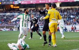 """Cristiano Ronaldo được nạn nhân """"ăn đòn"""" xin giảm án treo giò"""