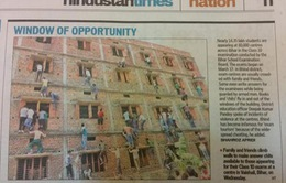 """Ấn Độ: Hàng trăm """"người nhện"""" trèo tường ném bài cho con"""