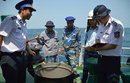 Cảnh sát biển Việt Nam bắt tàu chở 611.000 lít dầu trái phép