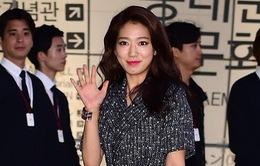 """Park Shin Hye """"kém xinh"""" tại show diễn của Chanel"""