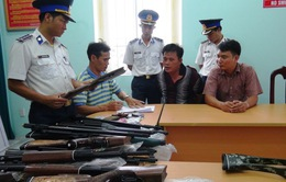 Cảnh sát biển bắt vụ vận chuyển 15 khẩu súng săn