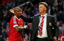 Ashley Young đòi đá trung phong thay Rooney tại Man Utd