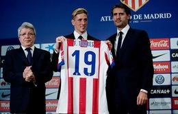 """""""Thánh bán áo"""" Torres xác lập kỷ lục kép tại Atletico Madrid"""