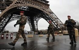 Không khí vắng lặng tang thương bao trùm Paris sau ngày đen tối
