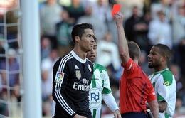 Ronaldo quá may mắn khi chỉ bị cấm thi đấu 2 trận