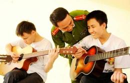 Lớp học nhạc miễn phí cho trẻ em khiếm thị của một Thượng úy trẻ
