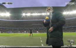 """Bỗng nhiên thích đùa, Mourinho """"hãm hại"""" camera của nhà đài"""