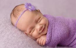 Ngây ngất với nụ cười trong mơ của các em bé sơ sinh