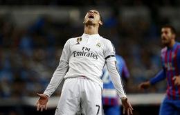 """Cận cảnh: C.Ronaldo """"ghen ăn tức ở"""" trong ngày Bale tỏa sáng"""