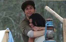 "Trục trặc với Zedd, Selena tình tứ bên ""trai lạ"""