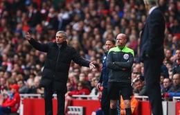 HLV Wenger bất ngờ về phe đồng nghiệp khó ưa Mourinho trong vụ ẩu đả tại Old Trafford