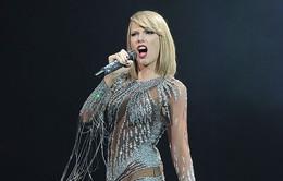 """Mặc đồ xuyên thấu, Taylor Swift khoe thân hình """"không tì vết"""""""