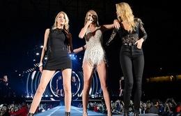 Taylor Swift rủ bạn thân lên sân khấu
