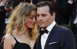 Vợ Johnny Depp không thể rời mắt khỏi chồng