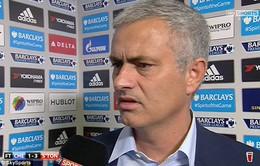 """Chelsea sa lầy khủng hoảng, Mourinho """"thách thức"""" Abramovich"""