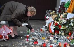 Người dân Paris kiên cường đứng dậy sau thảm họa
