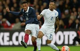 Martial chống nạng rời Wembley, CĐV Man Utd tái mặt