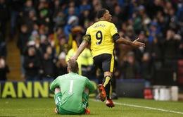 Từ người hùng thành tội đồ, Deeney phản lưới giúp Man Utd giành 3 điểm