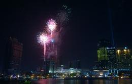 TP. Hồ Chí Minh rực rỡ pháo hoa chào năm mới 2015