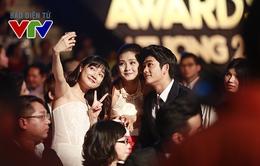 VTV Awards 2015: Nhã Phương, Kang Tae Oh mừng rỡ tíu tít trong ngày gặp lại