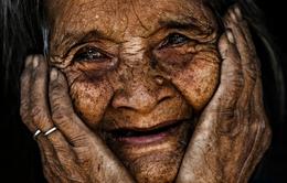 Chân dung người già và trẻ em Việt tuyệt đẹp của nhiếp ảnh gia Pháp