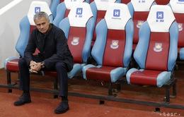 Mourinho nhận án cấm chỉ đạo một trận và nộp phạt tiền tỷ