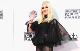 """AMA 2015: Gwen Stefani hở bạo với phong cách """"người dơi"""""""