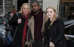 """Kanye West diện style cực """"chất"""" một mình xuất hiện ở London"""