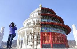 """Trung Quốc gây sốt với công trình nhái """"nửa nọ nửa kia"""""""