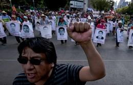 Mexico: Tuần hành biến thành bạo động 1 năm vụ mất tích 43 sinh viên