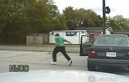Rút nhầm súng, cảnh sát Mỹbắn chết một nghi phạm da màu