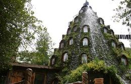 Khách sạn nằm trong núi lửa nhân tạo độc đáo
